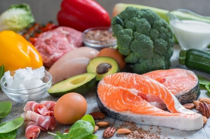 Tradycyjne i zmodyfikowane warianty diety keto – co je łączy, co je dzieli