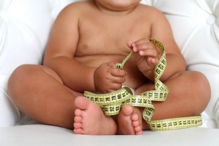 Konsekwencje otyłości matki będzie ponosić jej dziecko